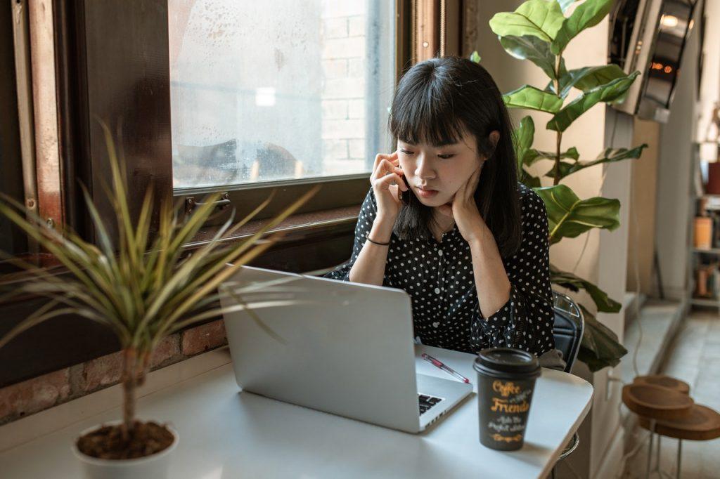 Meski menyajikan informasi berbedan tentangmu, perbedaan portofolio dan CV justru dapat saling melengkapi dan membuat profilmu semakin kuat
