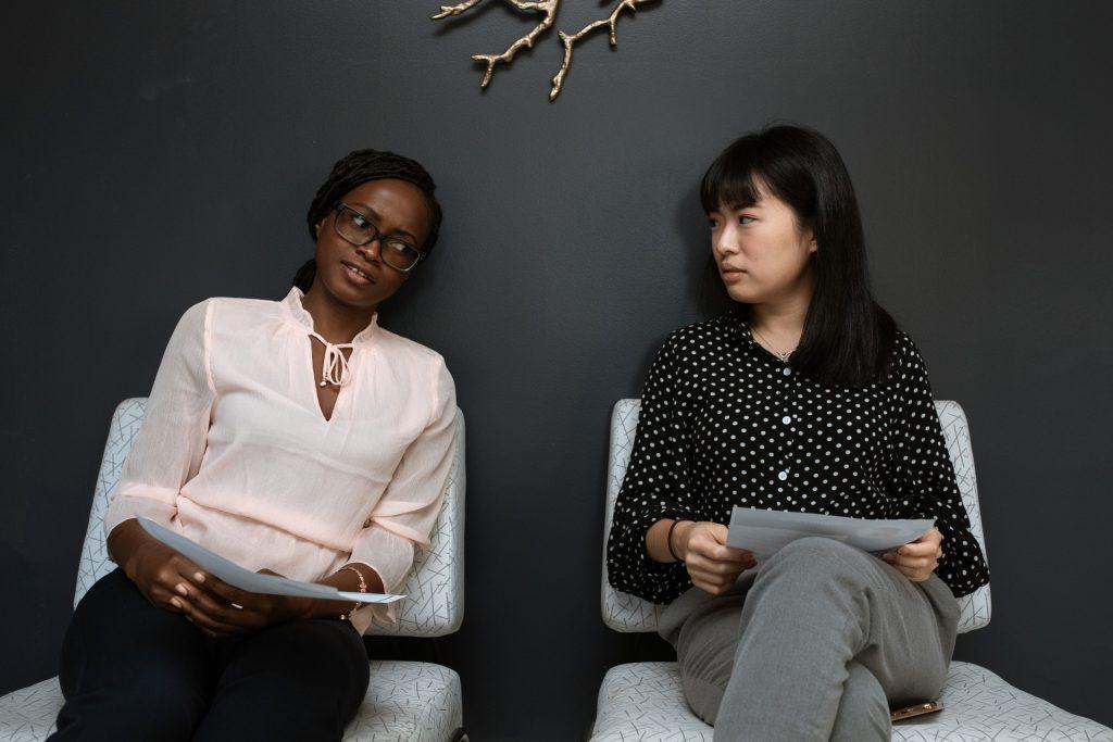 Pengalaman organisasi dalam CV krusial bagi kamu yang baru lulus dan hanya punya pengalaman kerja terbatas seperti kegiatan magang